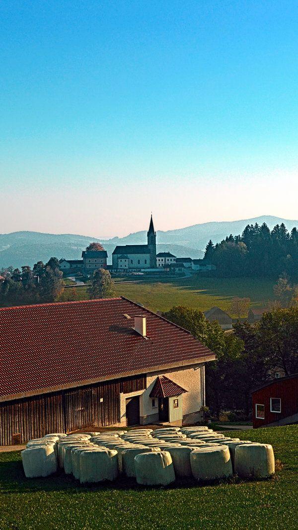Scenic view, a farm and some hay bales. Schwarzenberg am Böhmerwald, Austria / Österreich