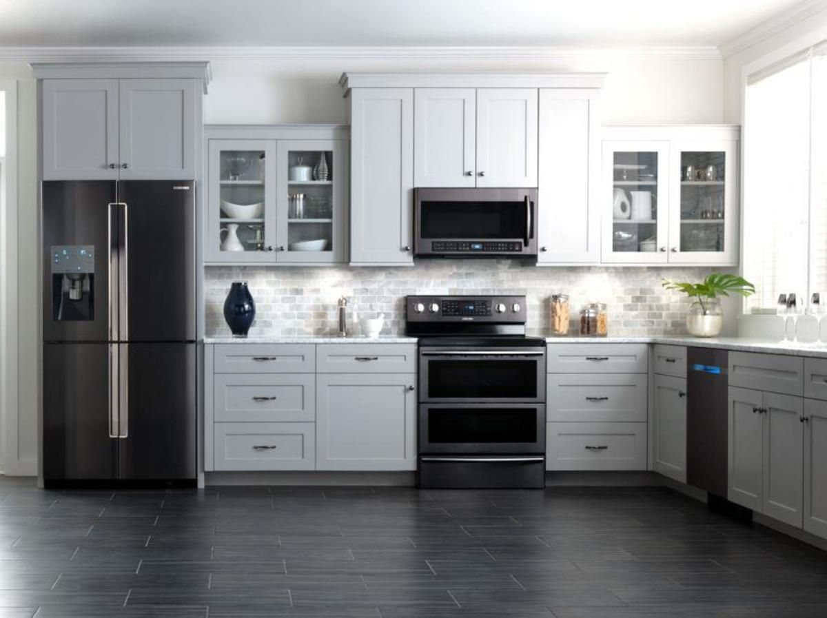 Pin By Holly Roberts On Ideas For My Kitchen Remodel Black Appliances Kitchen Kitchen Design Home Kitchens
