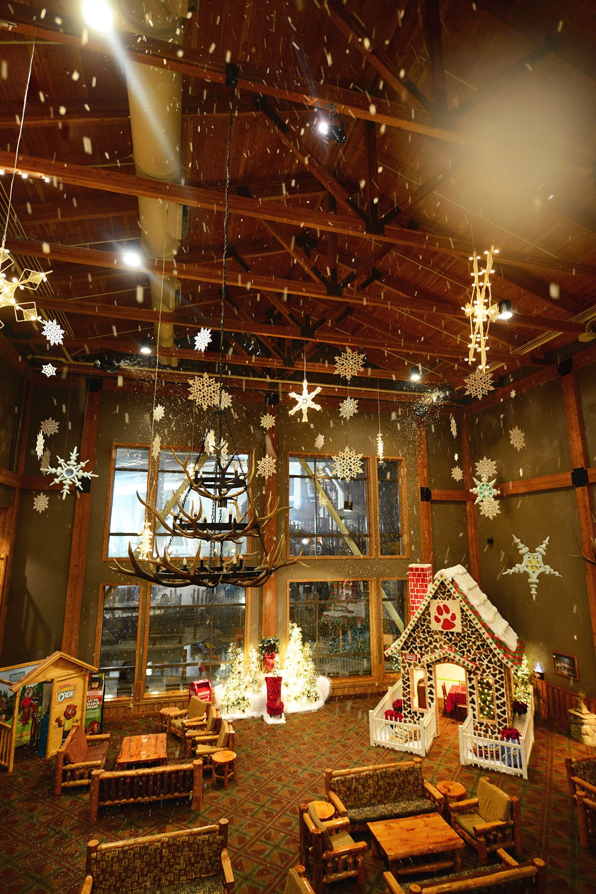 great wolf lodge comes to life with the howl iday spirit during snowland experience the immersive setting as the halls are decked with twinkling lights