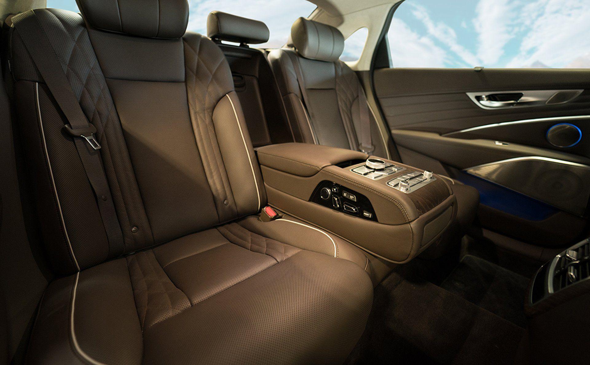 Kia K900 Set To Debut At La Auto Show Kia Motors Kia Sedan