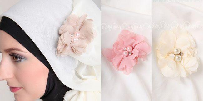 Vemale.com - Bros jilbab tidak melulu berat dengan blink-blink yang mewah. Bros jilbab di dalam artikel ini cute, feminin dan modis untuk mempercantik penampilanmu.