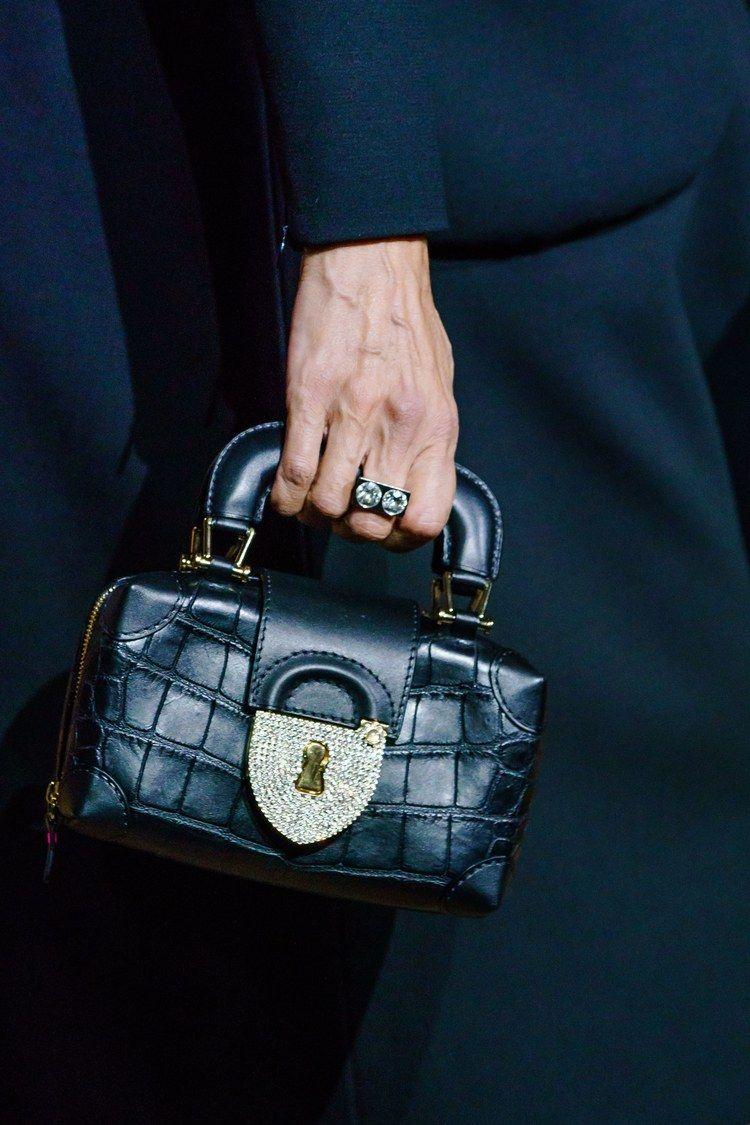 Schiaparelli Haute Couture Printemps-Été 2019 – Détails