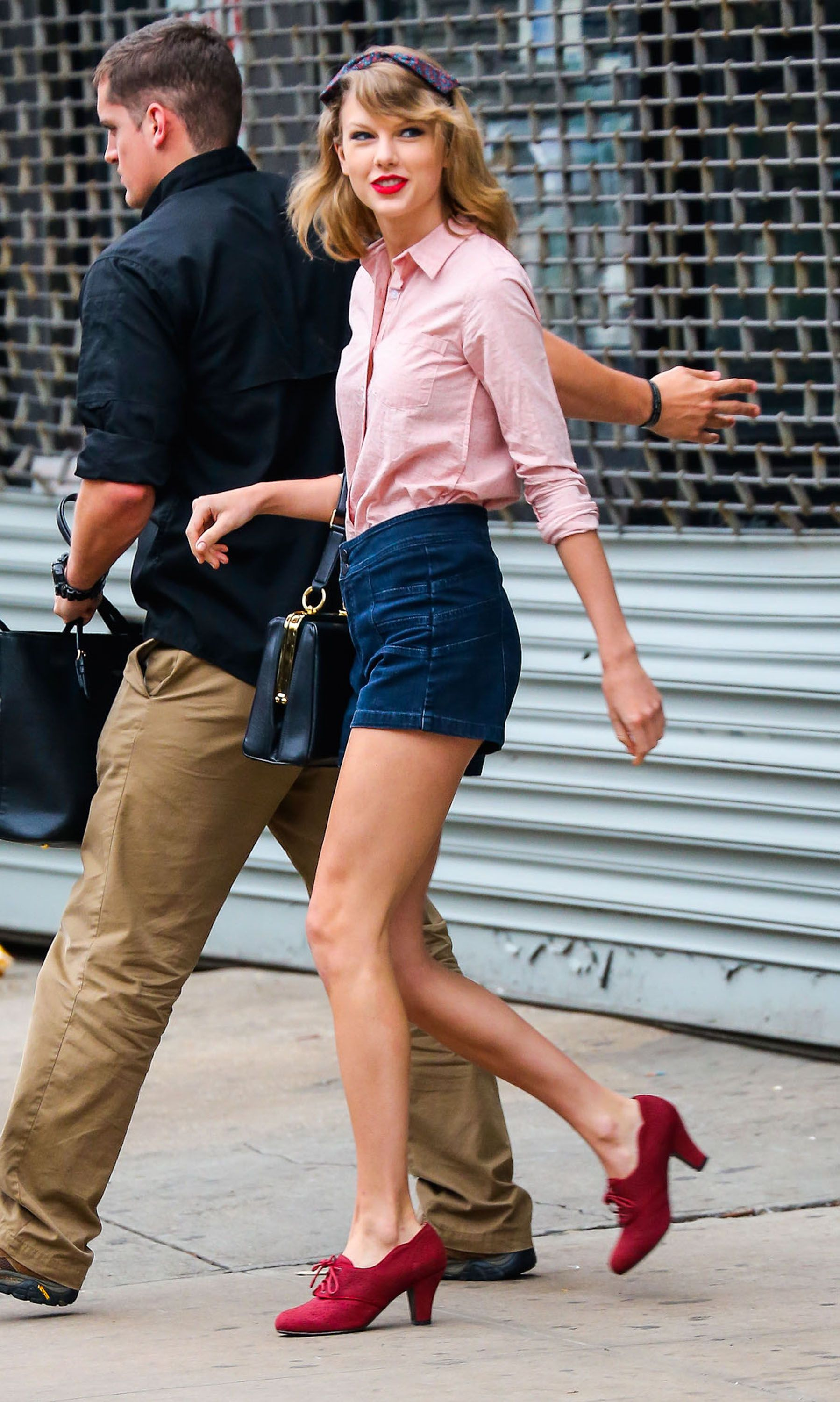 Ed sheeran flannel shirt  Taylor Swift Out Of New York Gym  Celebrities  Pinterest  Taylor