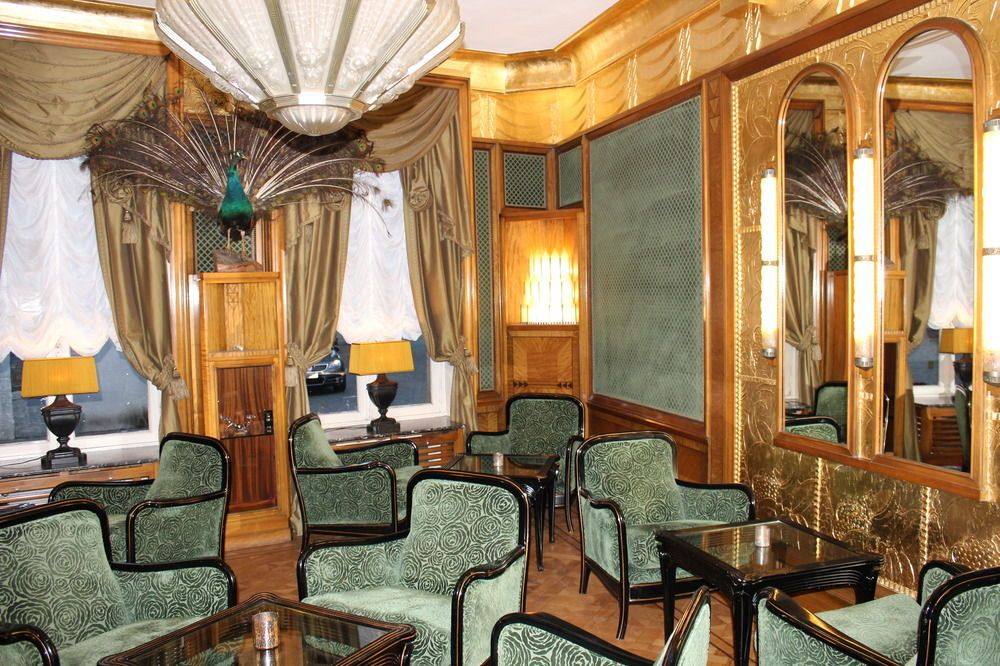 Salon de ning signature lounge at the peninsula hong kong recalls