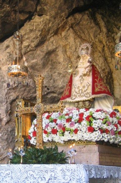 Hoc Signo Covadonga Asturias Covadonga Virgen De Covadonga