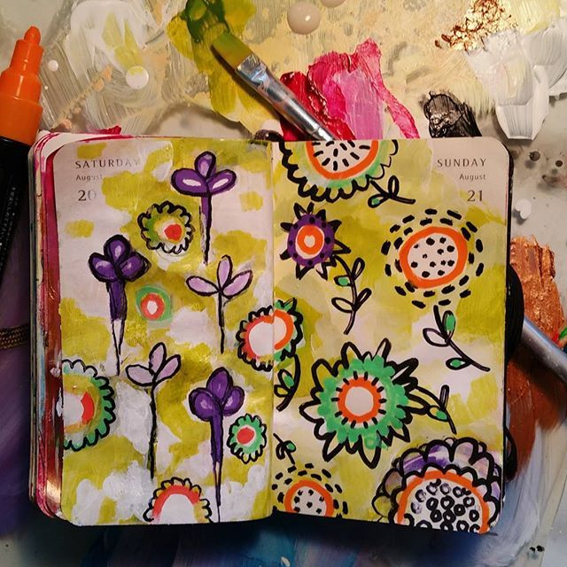 Day 234 of 366,  a variation of yesterday's entry. #drawingoftheday #patterndesign #daily #everydayart #366project #366challenge #getcreative #design #paint #goldenpaints #posca #artobsessed #freehand #doodle #illustration #flora #botanicalart #fun #simplejoys #eastbayartist #californiaartists #natureinspired#journal #artinspiresart #mixedmedia #art#flowerpower