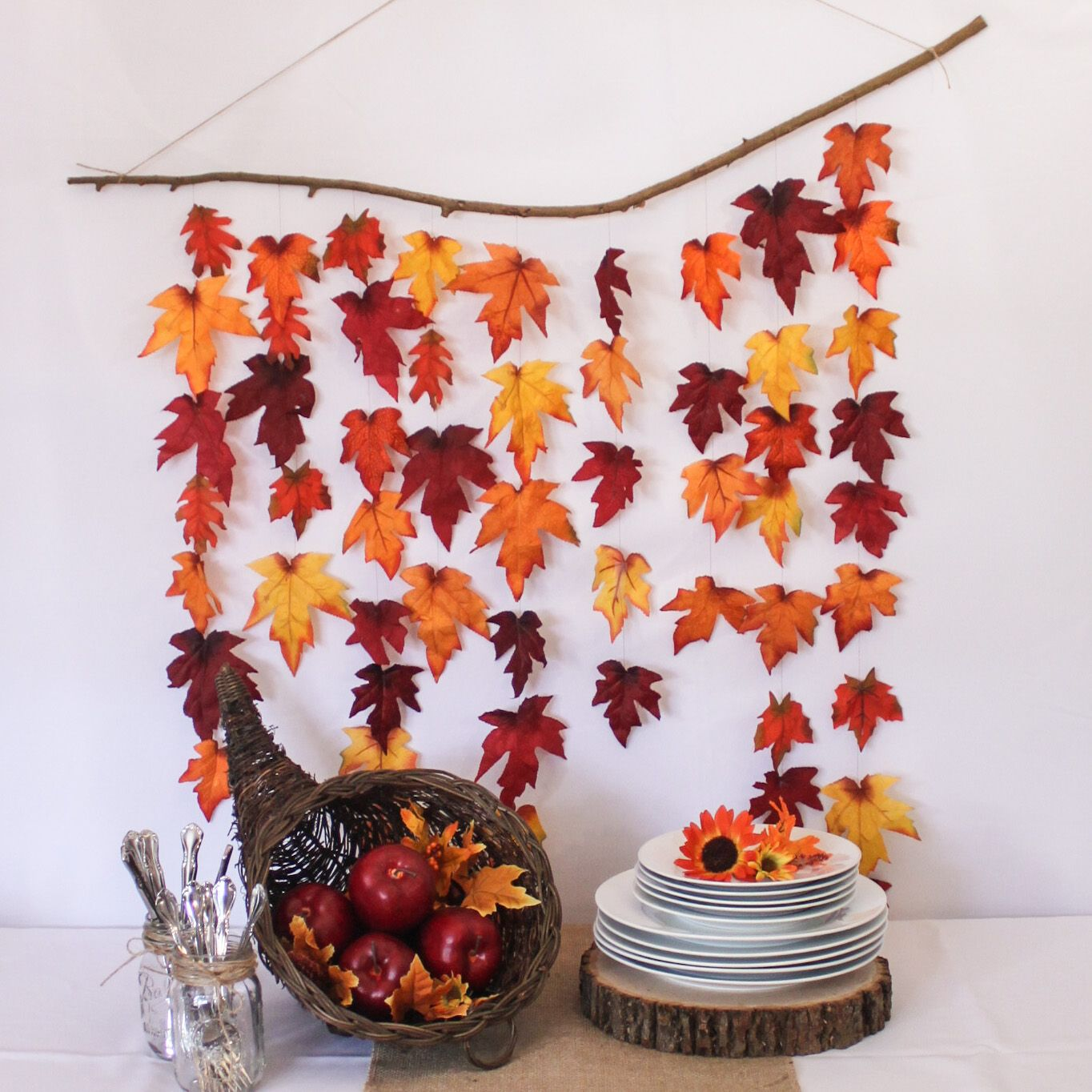 Diy rustic autumn leaf backdrop autumn fall decorations for Thanksgiving home decorations pinterest