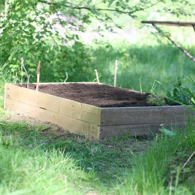 raised bed - simple, done with wood
