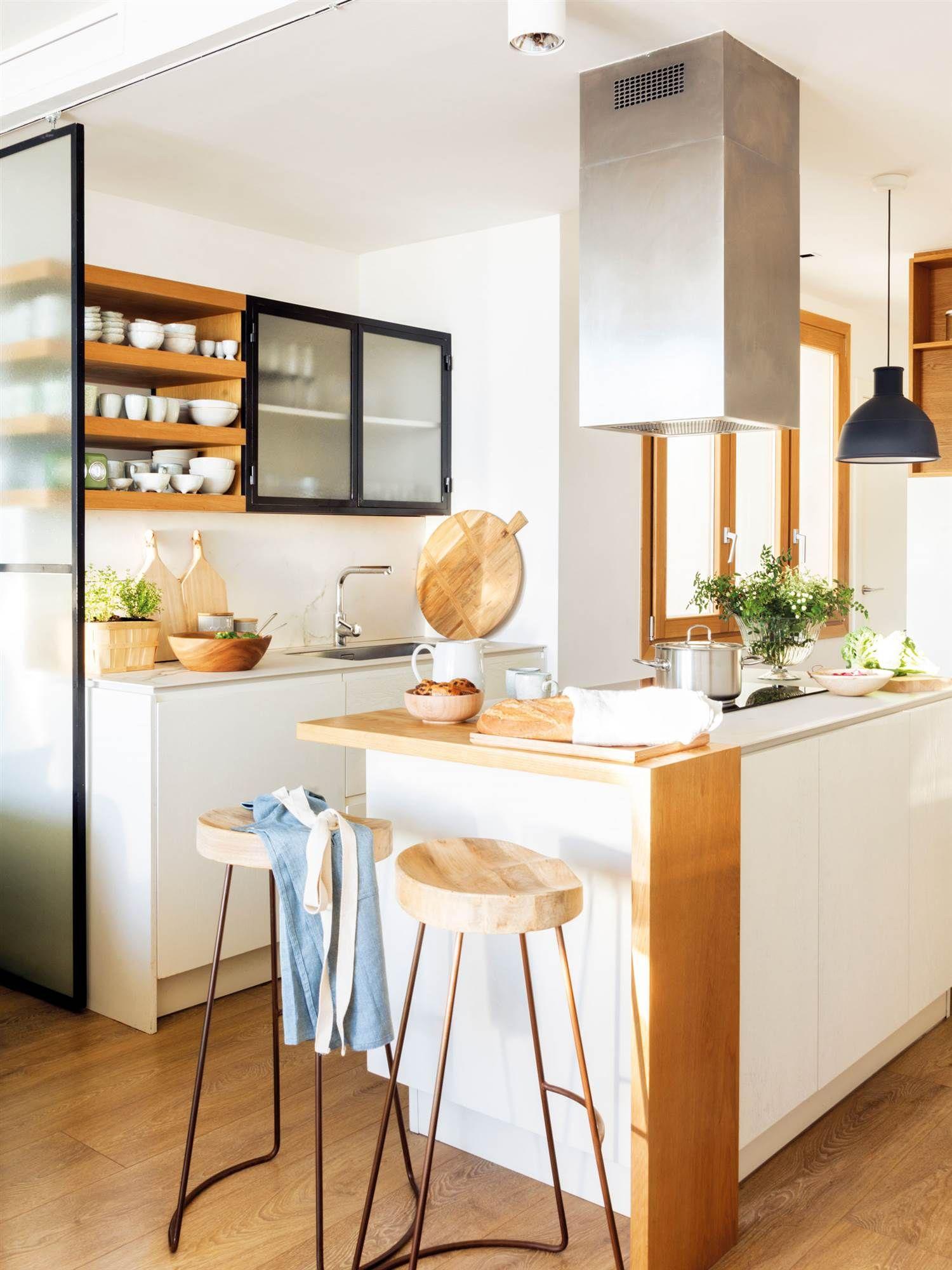 Acogedora y actual   Cocina blanca y madera, Cocinas ...