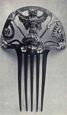 Lalique horn comb with owl