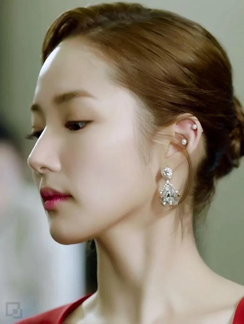 Style Inspo Female Korean Celebrities With Multiple Ear Piercings Annyeong Oppa Dangle Earrings Boho Celebrity Ear Piercings Turquoise Drop Earrings