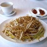 家全七福酒家 SEVENTH SON RESTAURANT - 料理写真:最後はあっさり焼きそば。具材は黄ニラともやしだけ。