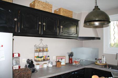 une cuisine rustique à l'allure désormais contemporaine grâce à au