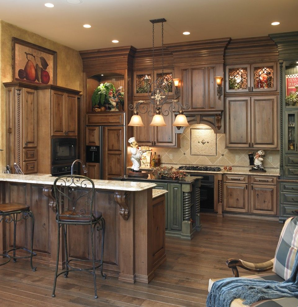 Two Tone Kitchen Cabinets And Island Rustic Kitchen Rustic Kitchen Cabinets Rustic Kitchen Design