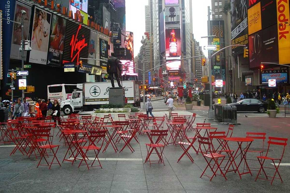 Bistro In Times Square New York Fermob Metal Bistro Chairs Outdoor Furniture Collections