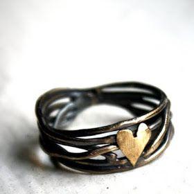 Amo a mano: anillo de corazón anidado en plata de ley por Rachel Pfeffer