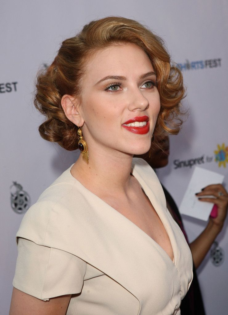 hair short johansson scarlett hairstyles retro carpet curly 1940s updo styles zimbio shorts natural