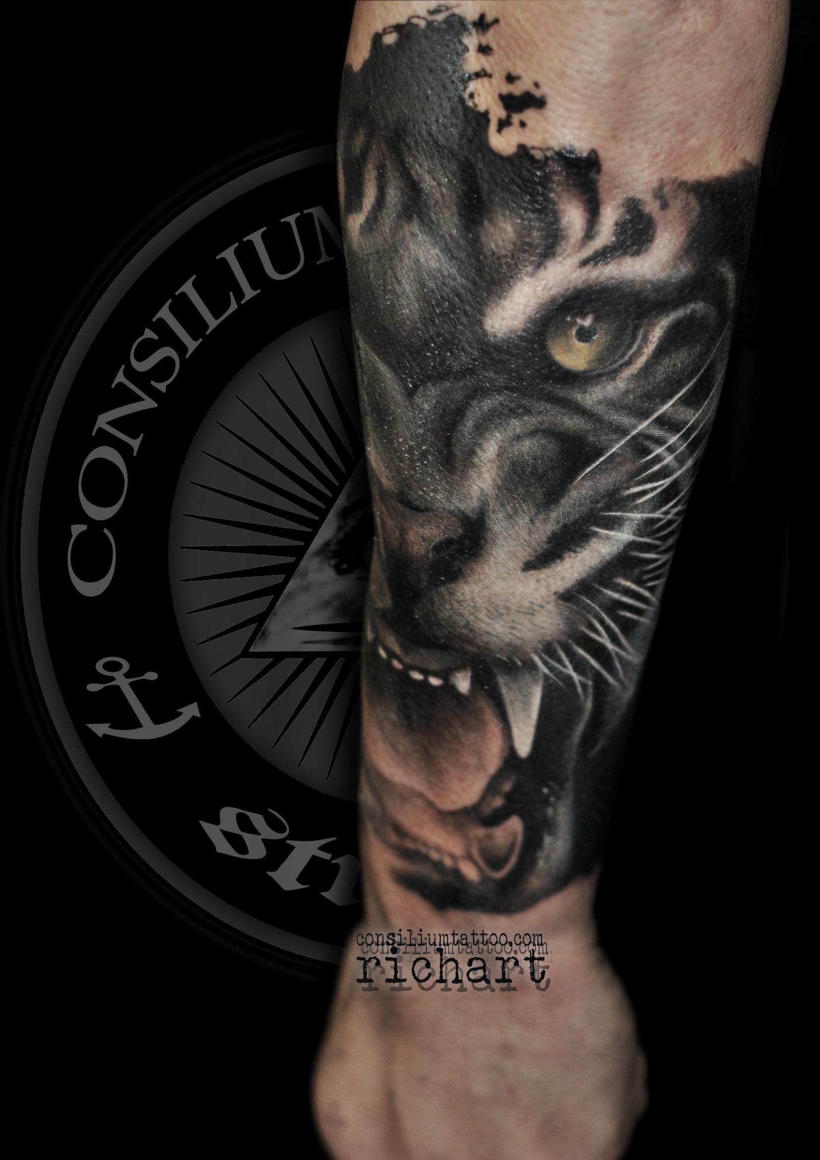 Tatuaje En Black And Grey De Un Tigre En El Antebrazo Para Gerard En Consilium Tattoo 2018 2017 Enero Tatuaje De Pantera Tatuaje Ojos De Tigre Tatuaje De Tigre