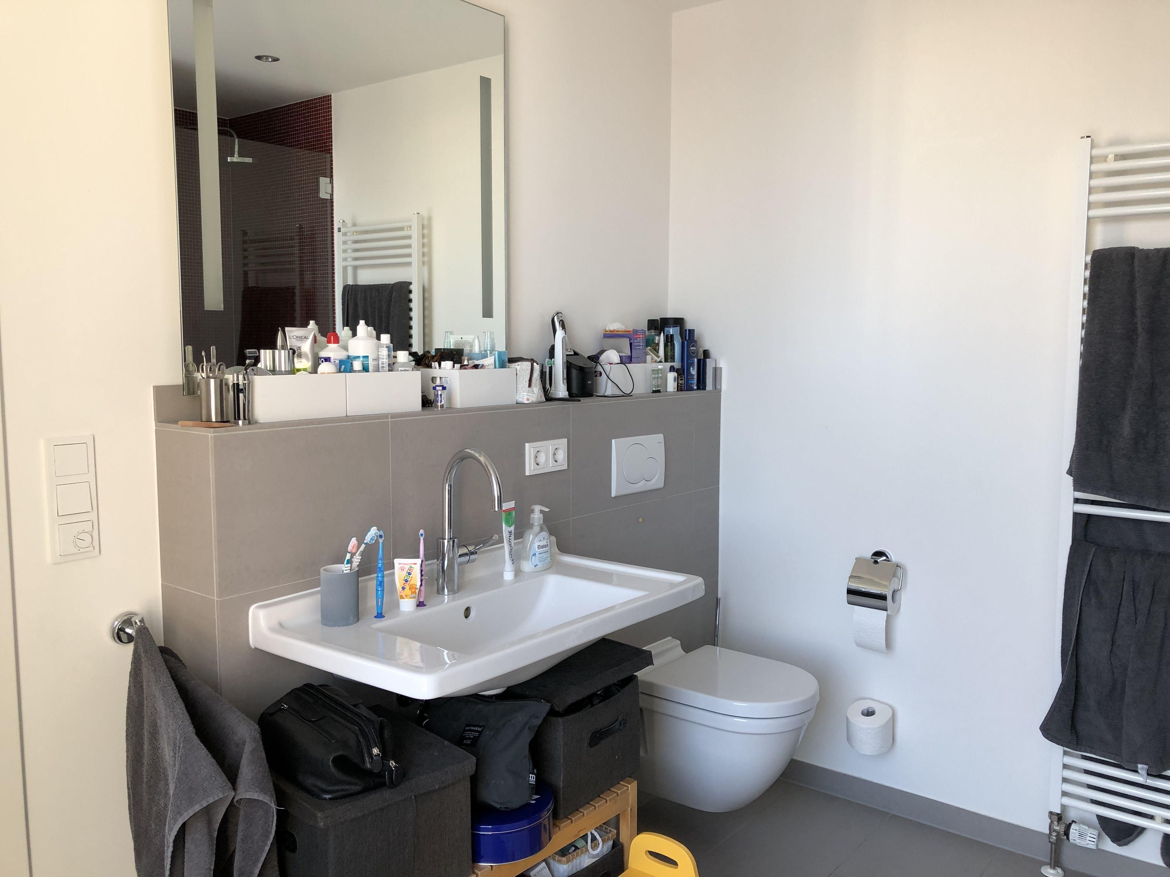 Unser Derzeitiges Bad 2 Zeigt Wir Brauchen Ablage Stauraum Z B Unterschrank O A Uns Gefallt Ablage Am Waschbe Badezimmer Ablage Badezimmer Waschbecken