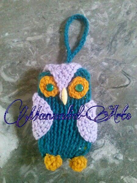 Funda para celular, tejida con 2 agujas y crochet. Pueden seguir mi página de tejidos , manulidades, decoracion infantil, etc en FACEBOOK se llama Manualid-Arts.