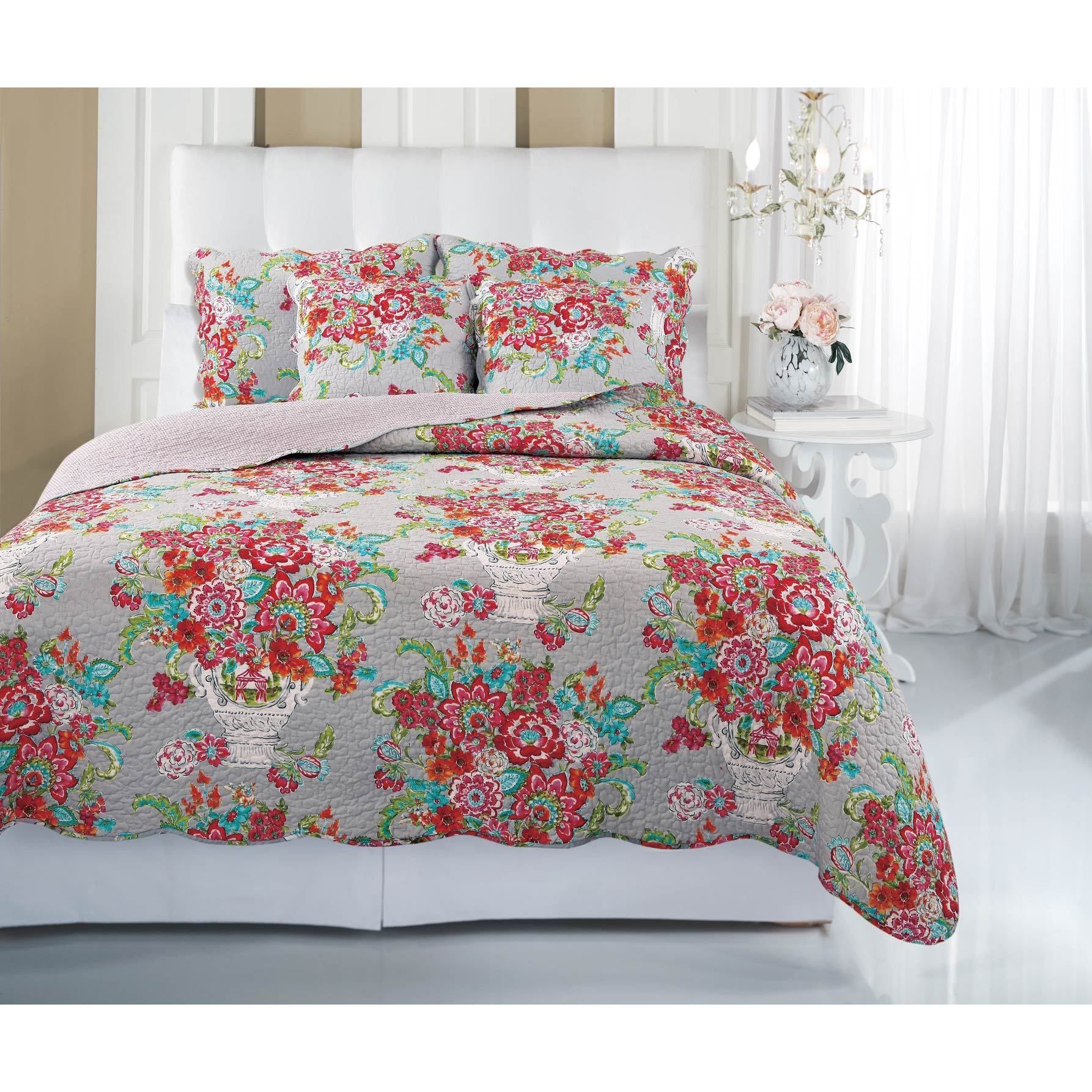 Add sweet elegance into your home with the Blissful Bouquet quilt set. A lovely floral pattern adds soft beauty that you'll love in your bedroom for years to come.
