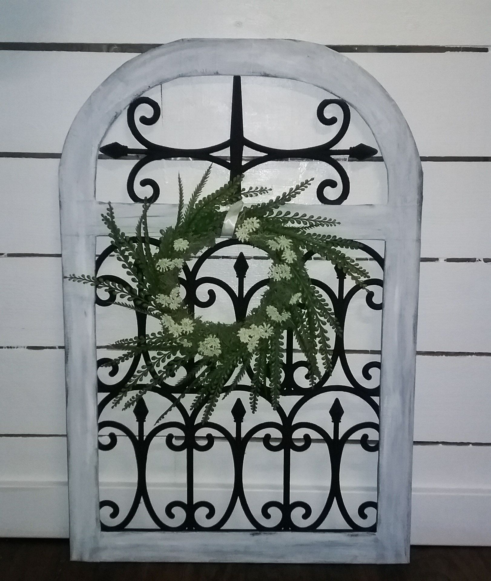 Would you believe this cute farmhouse arch cost only 3