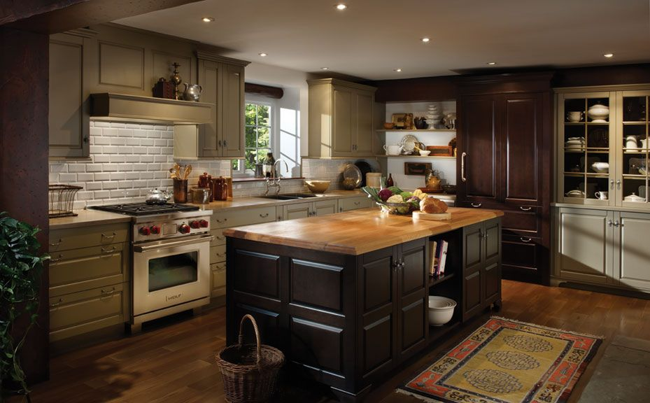 I Like The Matching Wood On The Floor And Island Diy Kitchen Remodel Kitchen Design Custom Kitchen Cabinets