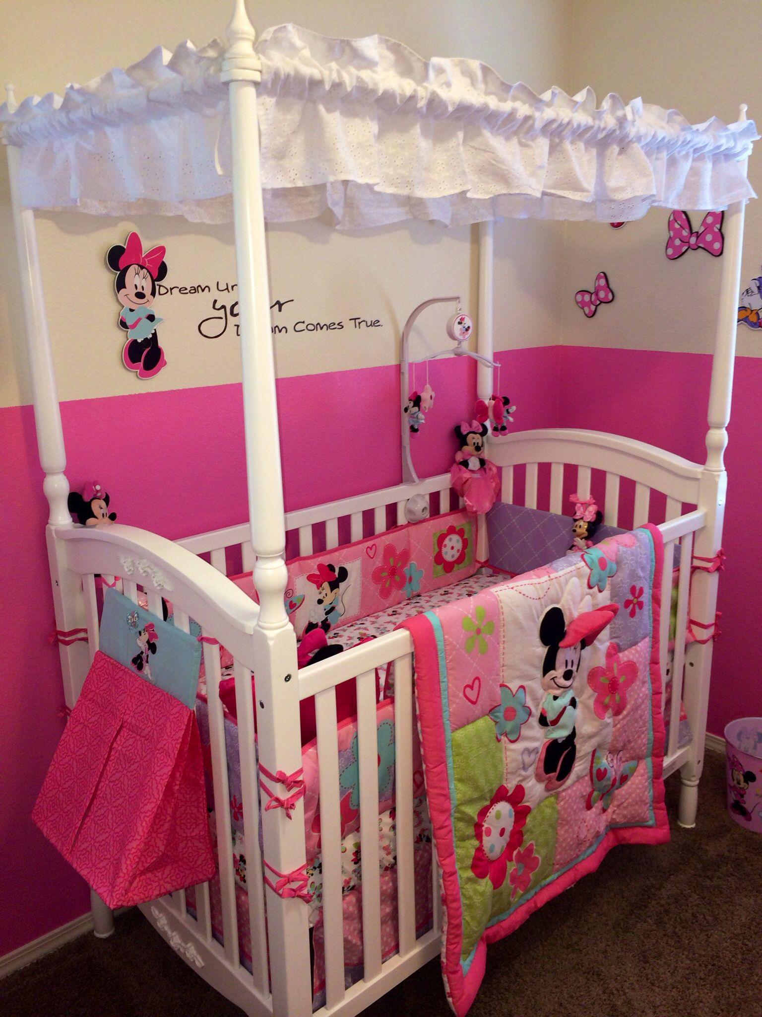 Disney Baby S Minnie Mouse Nursery