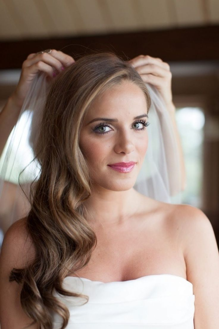 awesome wedding-hair-down-to-one-side-side-swept-hair-of