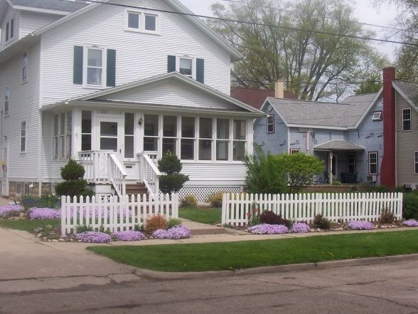 1930s Home Decorating Ideas | HGTV Rate My Space Phlox, Picket Fence.