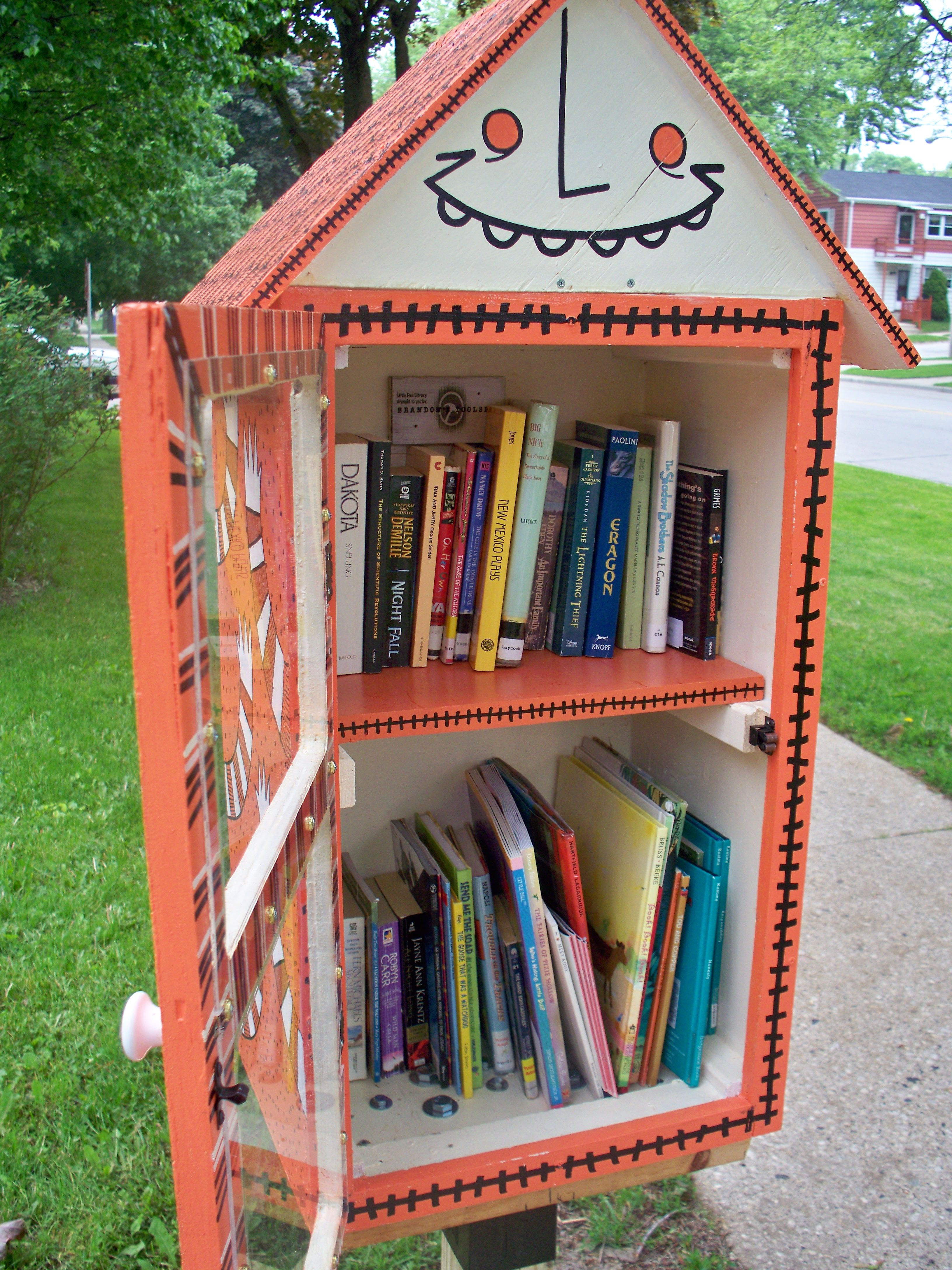 Pin By Little Free Library On Quirky And Far Out Libraries Little Free Libraries Little Free Library Plans Little Library