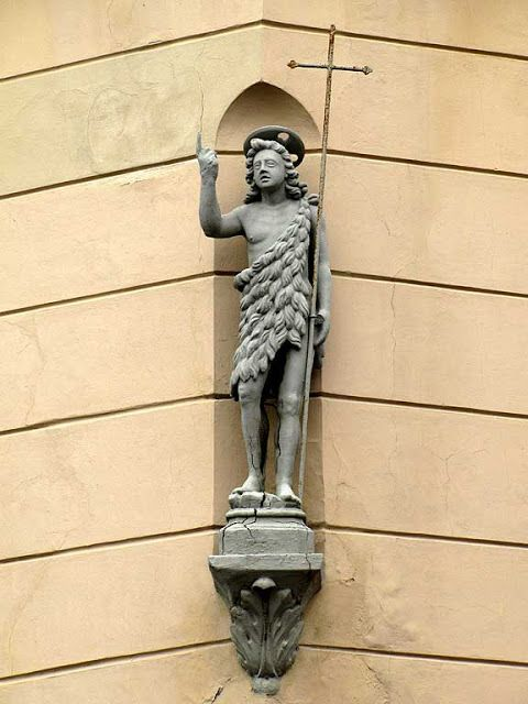 Statue of John the Baptist, Via Carraia / Via San Giovanni