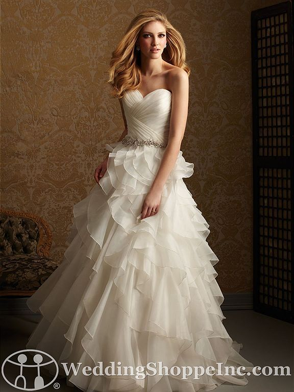 This is such a beautiful dress <3