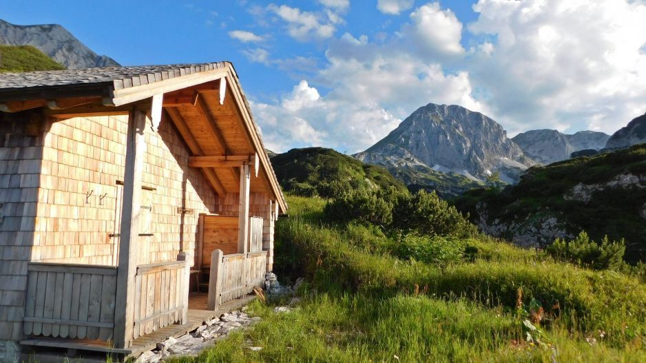 V hloubi švýcarských alp můžete najít tento… http://www.drevostavitel.cz/clanek/drevene-chaty-a-chalupy-postavene-na-krasnych-mistech/2713