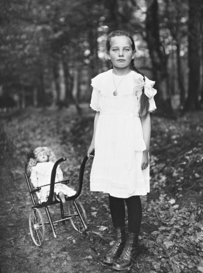august sander | girl with carriage 1927-30