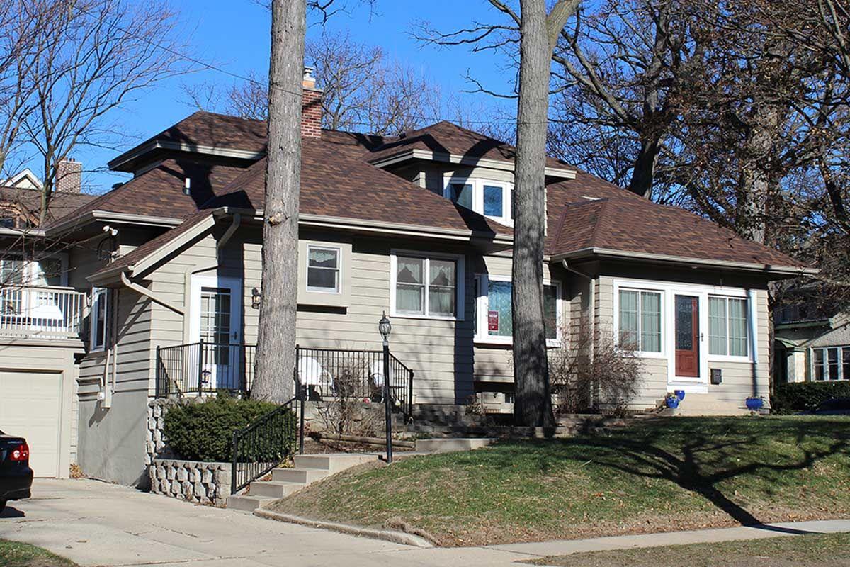 Owens Corning Oakridge Roofing Shingles In The Brownwood Color Shingle Exterior Roof Shingles Shingling