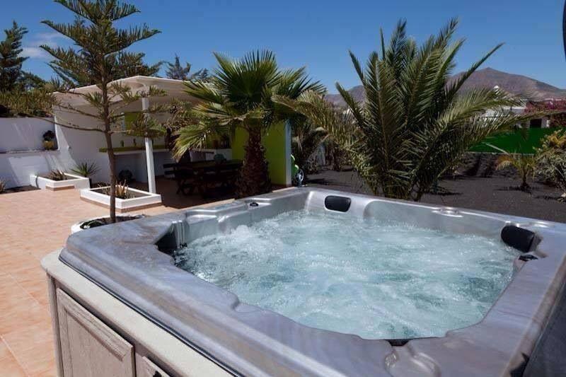 Casa Aloe Hot tub, Vacation time, Summertime