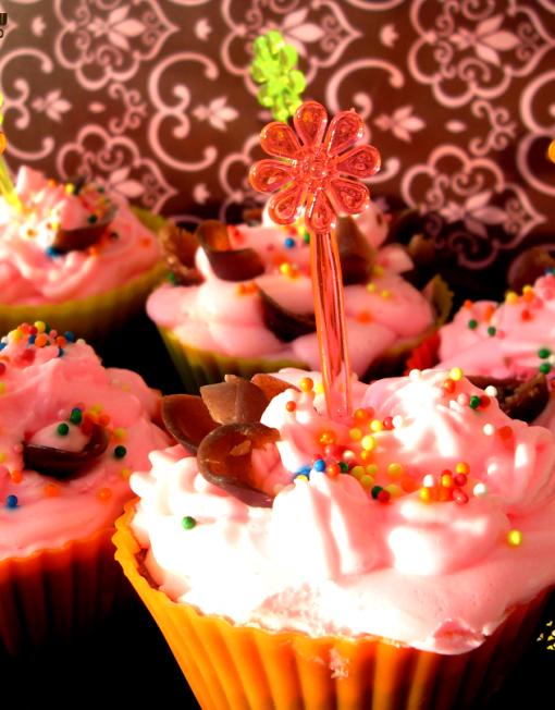 Soap cupcake. Кексы из мыльной основы с шоколадом, миндальным маслом и взбитым кремовым мылом. Аромат: ваниль, карамель и шоколад.