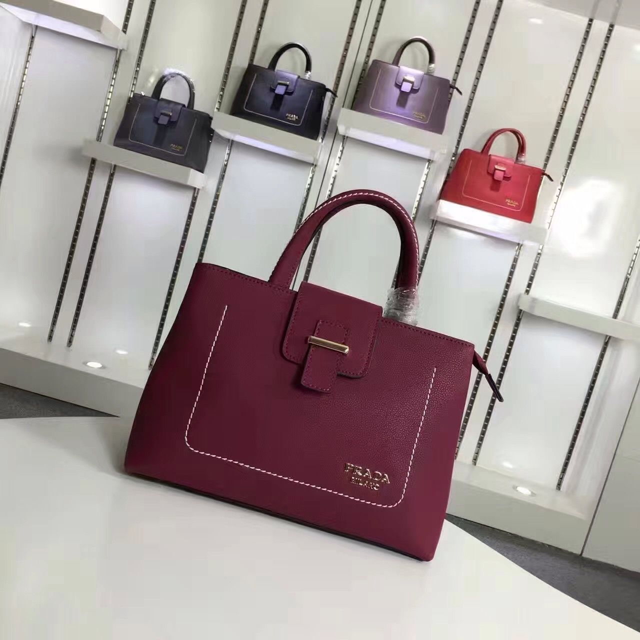 2a925055bb5a TaoBao Agent Leather Buckle, Leather Wallet, Buckle Bags, Gucci Wallet,  Handle,