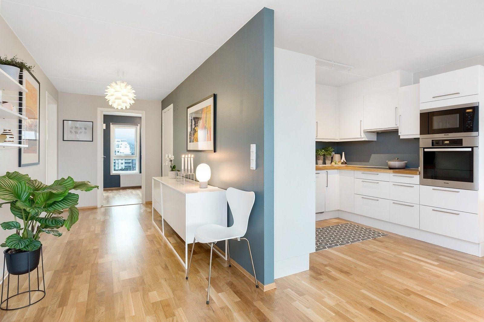 FINN – Lørenhagen - Lys og lekker 3-roms med gasspeis, HTH-kjøkken, lun balkong, garasjeplass i lukket anlegg. Heis til alle pl
