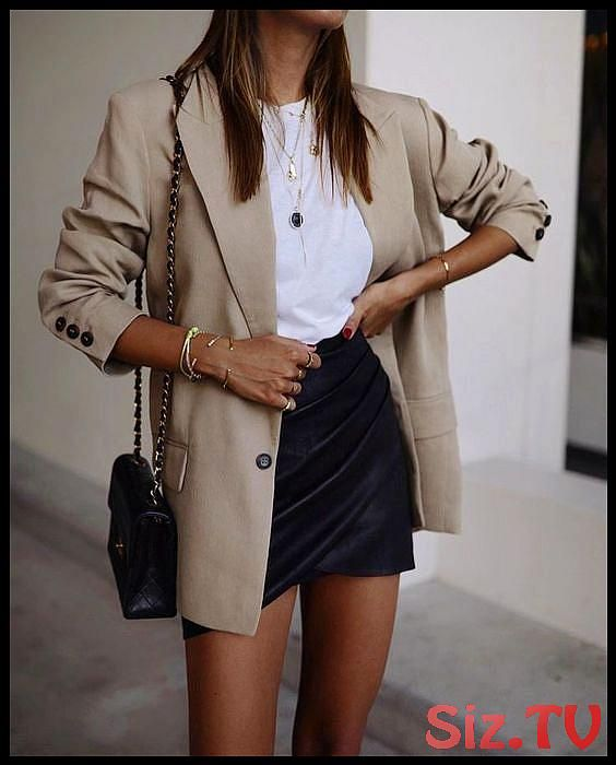 Spring summer   Spring vibes   Lente outfit   Brown blazer   Leather skirt   Ler   Spring summer   Spring vibes   Lente outfit   Brown blazer   Leather skirt   Ler   Spring summer   Spring vibes   Lente outfit   Brown blazer   Leather skirt   Leren rok   Wit t-shirt   White t-shirt   Schoudertas   Crossbody bag   Golden jewellery   Arm candy   Red nails   Bruin 46  46  46
