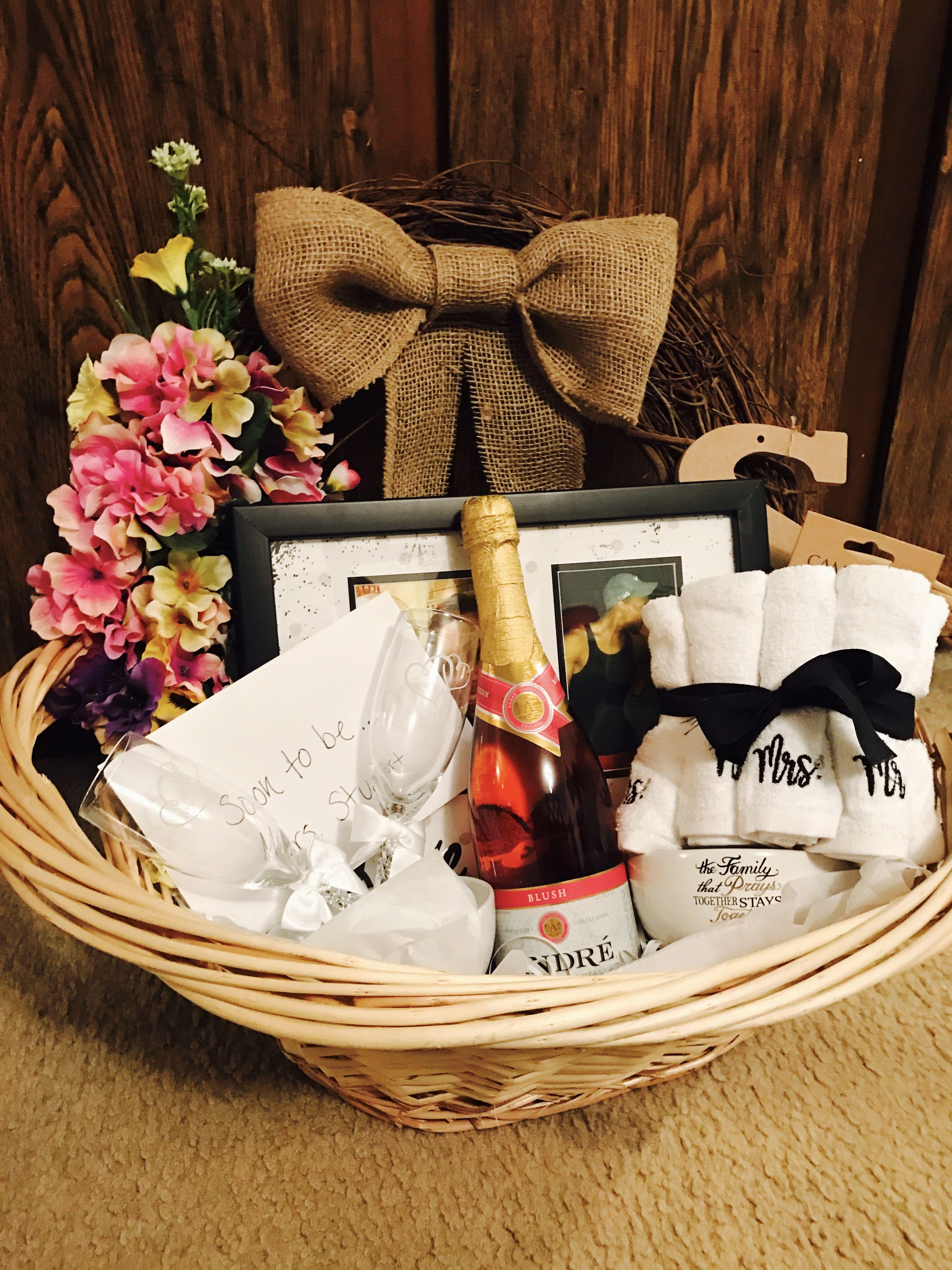Bridal Shower Gift Basket DIY DIY wreath Photo Champagne