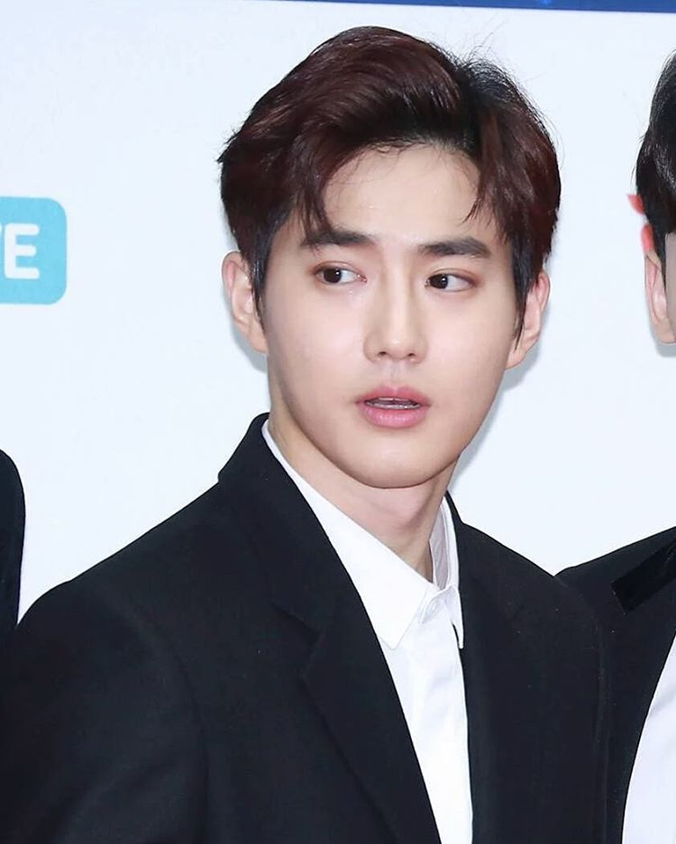 NEWSPIC Suho at 2017 Gaon Chart K-Pop Awards Red Carpet - team 7 küchen