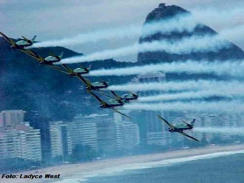 Esquadrilha da Fumaça em Copacabana.