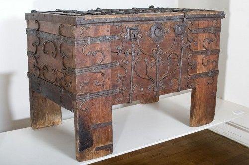 Coffre Xiv Xve Siecles Musee De Noyon Coffre Mobilier Medieval Decor Medievale