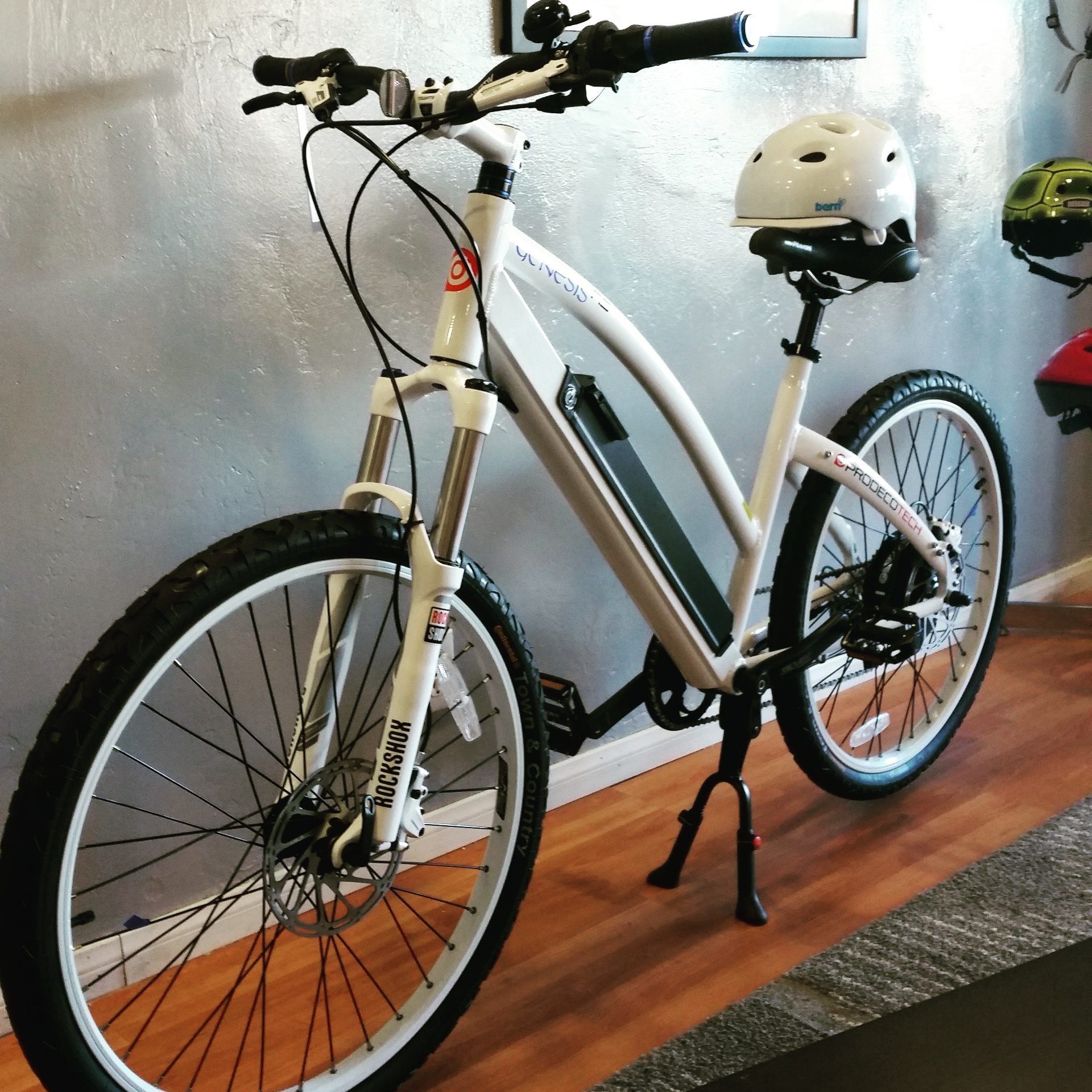 Dynamite Electric Bikes Is A Full Service Dealership To Multiple Brands Of Electric Bikes Allowing You To See All The Competitio Electric Bike Bike Dealership
