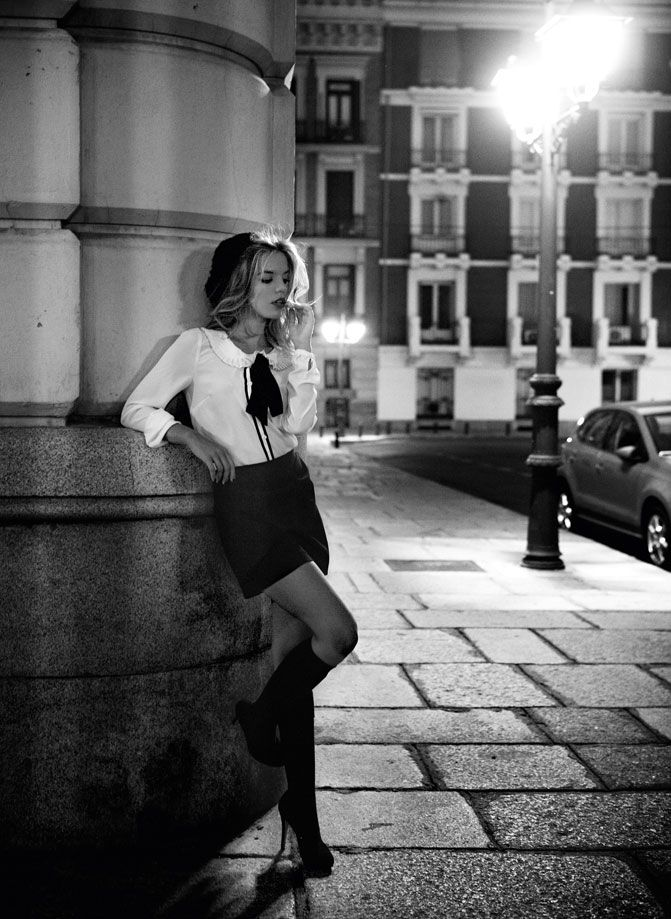 Love This Black And White Photo, And That Blouse