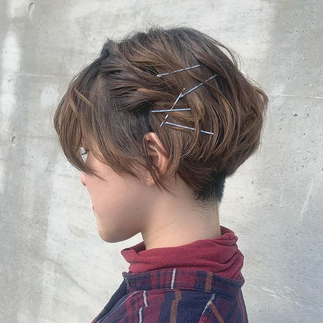 yukariはInstagramを利用しています:「・ ・ 襟足刈り上げのハンサムショートがかわいい! ふんわりアイロンセットした後にワンポイントでアレンジを加えてラフにピン留め. ・ #作品撮り #作品撮りモデル #撮影モデル #作品 #美容学生 #美容学生と繋がりたい #美容学生の休日 #ハンサムショート…」