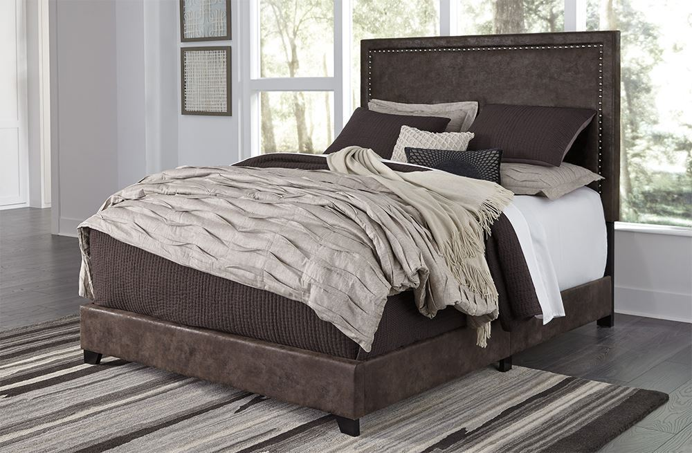 Dolante Brown King Upholstered Bed Set Upholstered beds