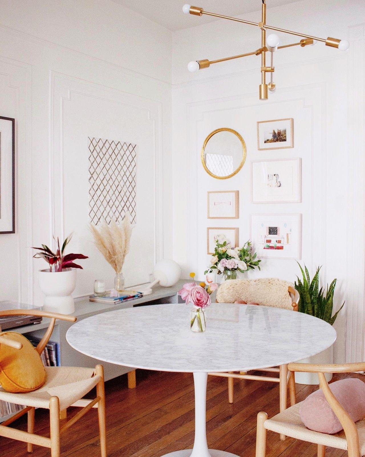 Saarinen Tulip Round Marble Dining Table Round Marble Dining